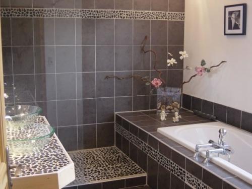 Salle de bain montpellier h rault 34 for Salle de bain bois et galet